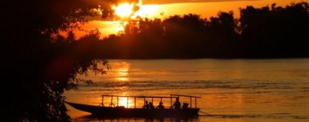 Une croisière sur le Mékong au Cambodge au coucher de soleil