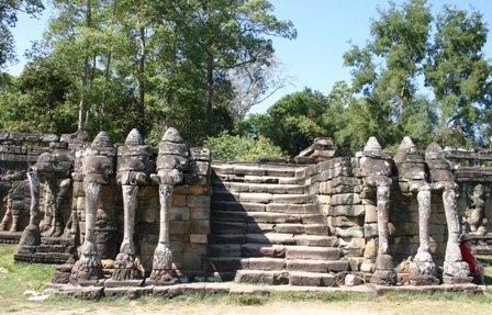 angkor-thom-terrasse-des-elephants