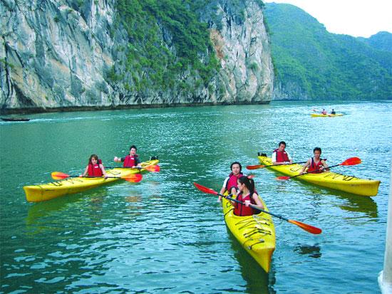 Sortie en kayak à la baie d'Halong, Vietnam