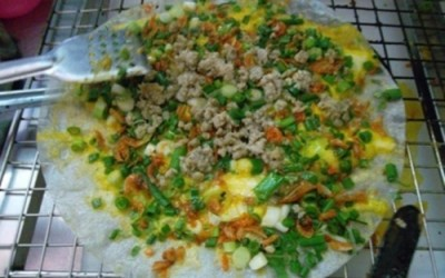 Manger banh trang à Hanoi