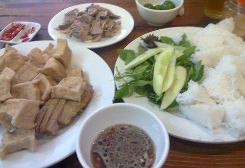 Les vermicelles aux tofous et aux sauces de crevettes à Phat Loc