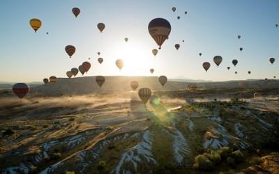 Admirer le paysage invraisemblable à Cappadoce en Turquie