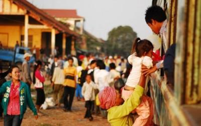 La gare pleine de passagers au Cambodge