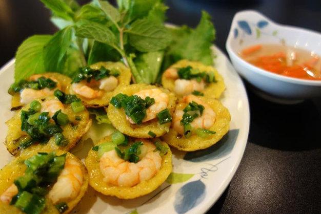 Les mini crêpes Banh khot de Vung Tau