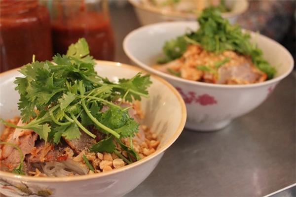 la soupe de bœuf Pho Tiu