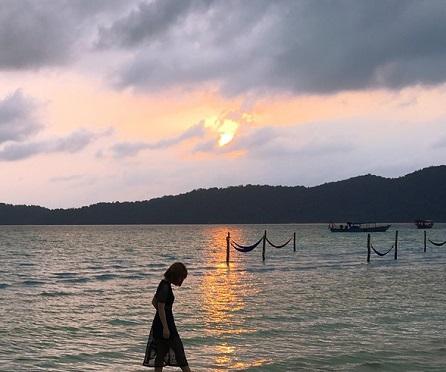 L t tranquille l ile koh rong samloem au cambodge for Miroir de l eau