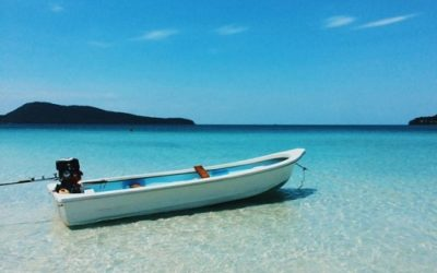 le canoe sur la plage de koh rong samloem