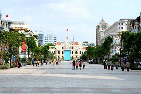 Visiter la quartier piétonnier Nguyen Hue