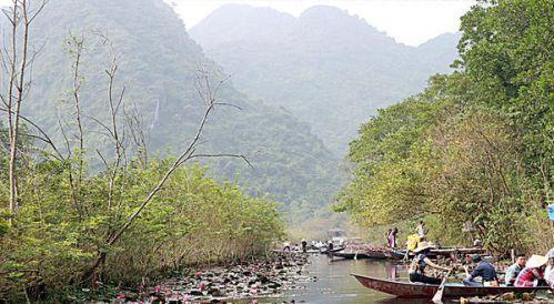 ruisseau d'Yen à la pagode du Parfum - agence de voyage vietnam cambodge - far east tour